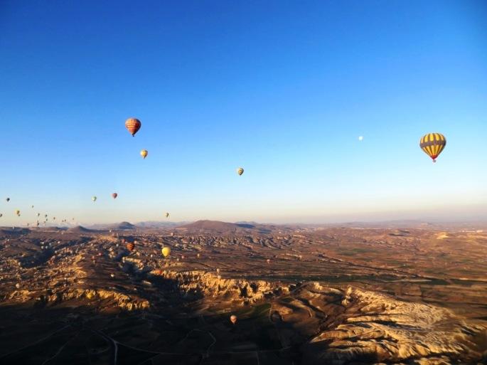 Луна и воздушные шары. Шары Каппадокия. Каппадокийские шары.