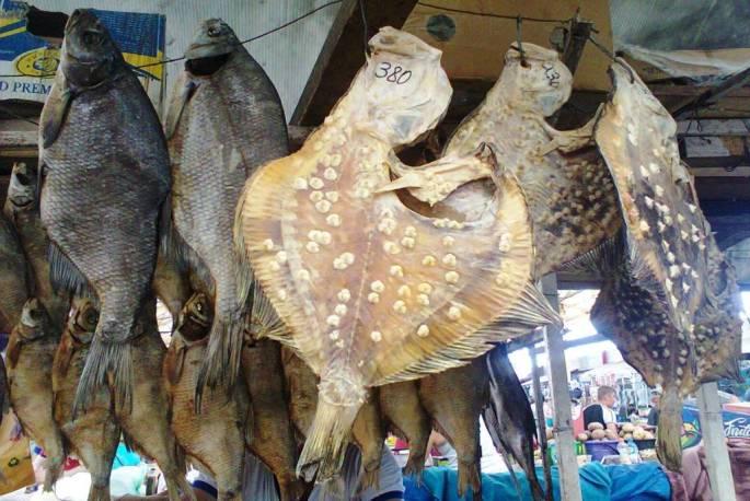 Сушеная камбала. Рынок Привоз в Одессе.